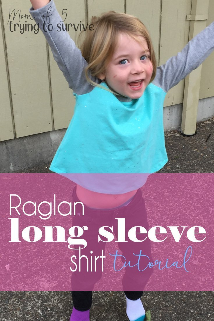 Make your own raglan t-shirt pattern | This is such a cute shirt. I'm going to make some this winter. #freesewingpattern #raglantshirt #shirtpattern #sewing