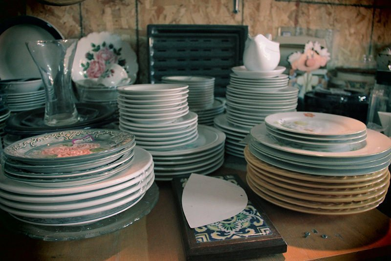 stacked clean dishes
