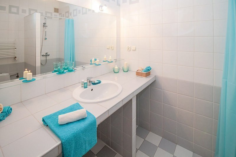 nice clean and bright bathroom